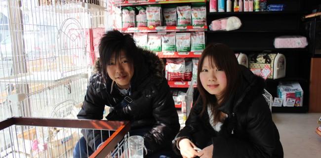 パグの女の子を見るお二人が幸せそうなので撮らせてもらいました(^○^)